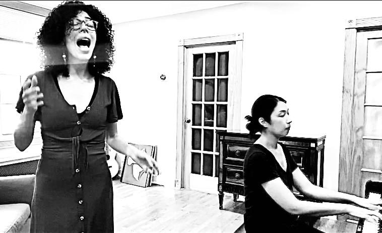 Photo of Melisa Bonetti singing